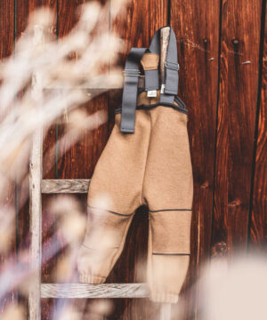 Wollwalkhose mit Trägern Matschhose Kuschelwalk Natürlich goldig